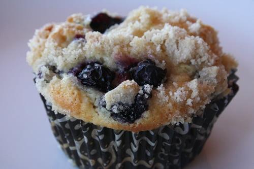 blueberrycrumb muffins2