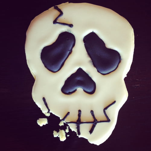 Halloween-skull-cookie
