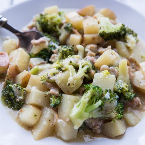 One Pot Sausage Potatoes and Broccoli