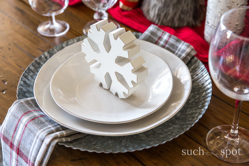 Christmas Home Decor Ideas - I went a little rustic and a little white Christmas in my decor this year. I hope my home tour will inspire you to DIY your way to beautiful modern farmhouse Christmas decor.