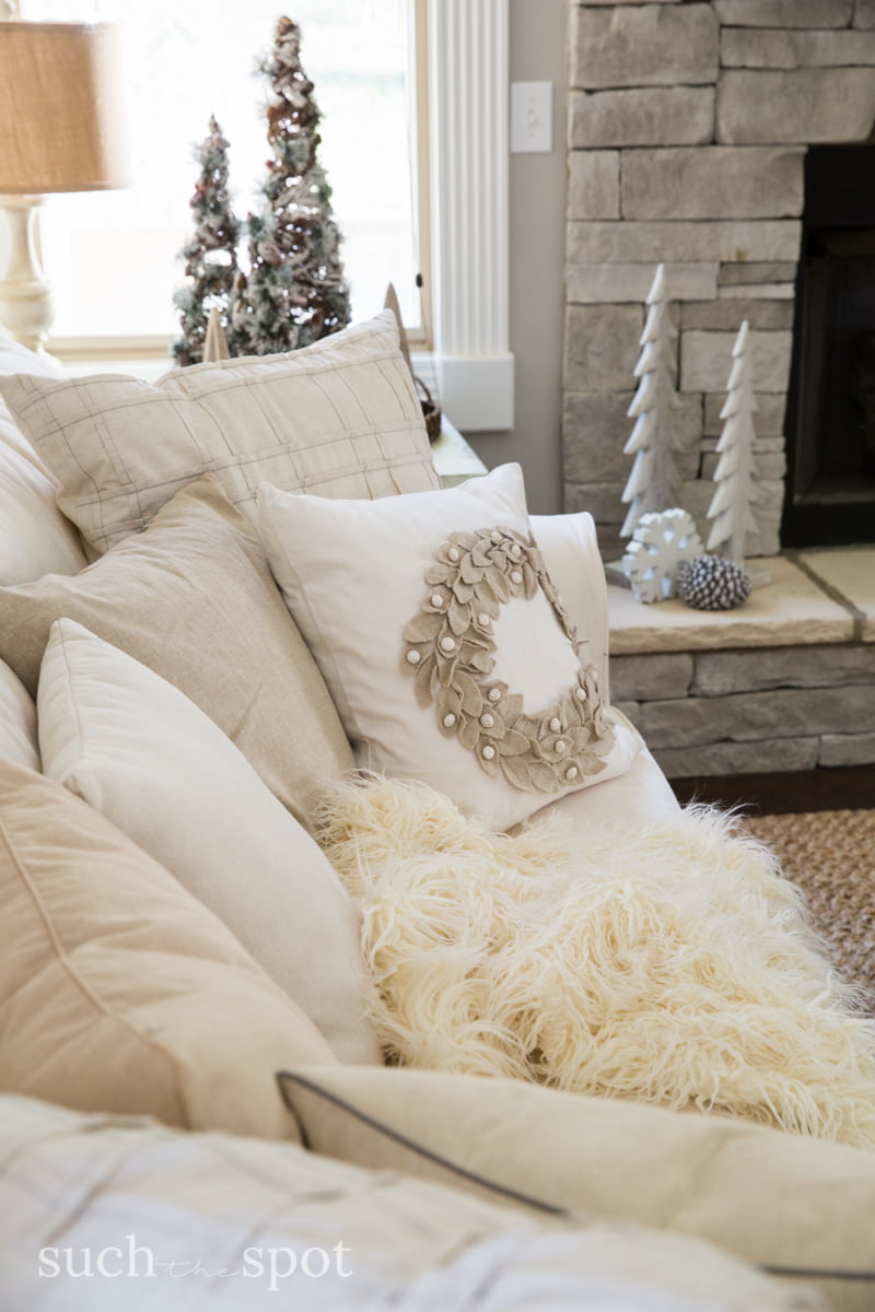 Christmas Decorating Ideas - I went a little rustic and a little white Christmas in my decor this year. I hope my home tour will inspire you to DIY your way to beautiful modern farmhouse Christmas decor.