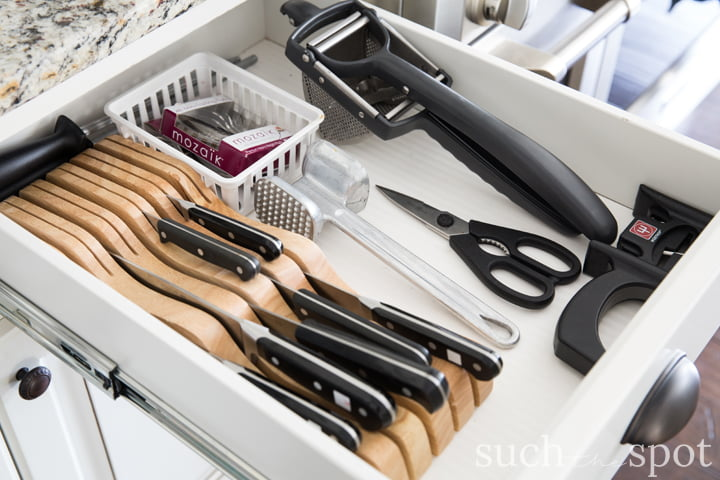 In-drawer knife block for kitchen