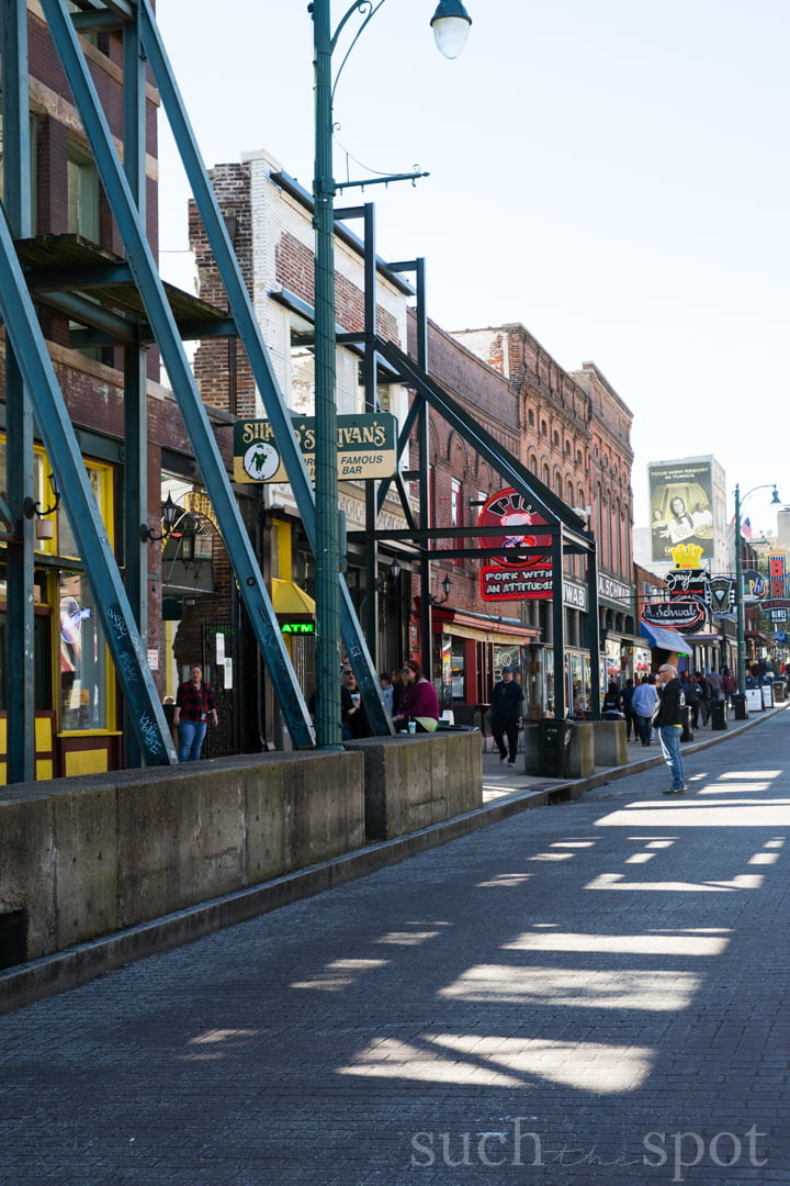 Beale Street bars and restaurants
