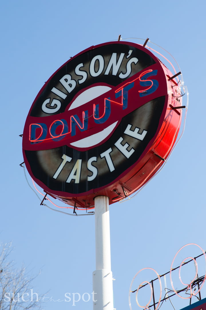 Gibson's Donuts exterior sign in Memphis Tennessee