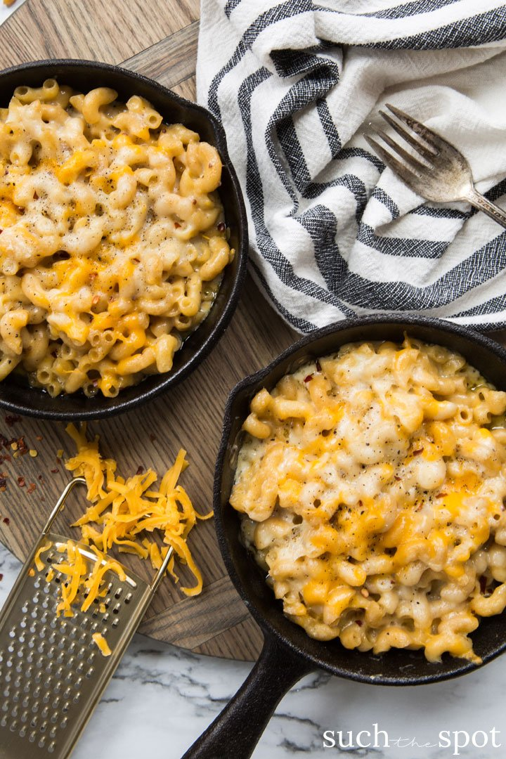 Baked macaroni and cheese in a cast iron skillet